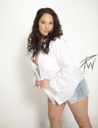 dallas white shirt open cutoffjean shorts