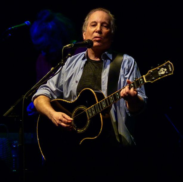 800px-paul_simon_at_the_9-30_club_b